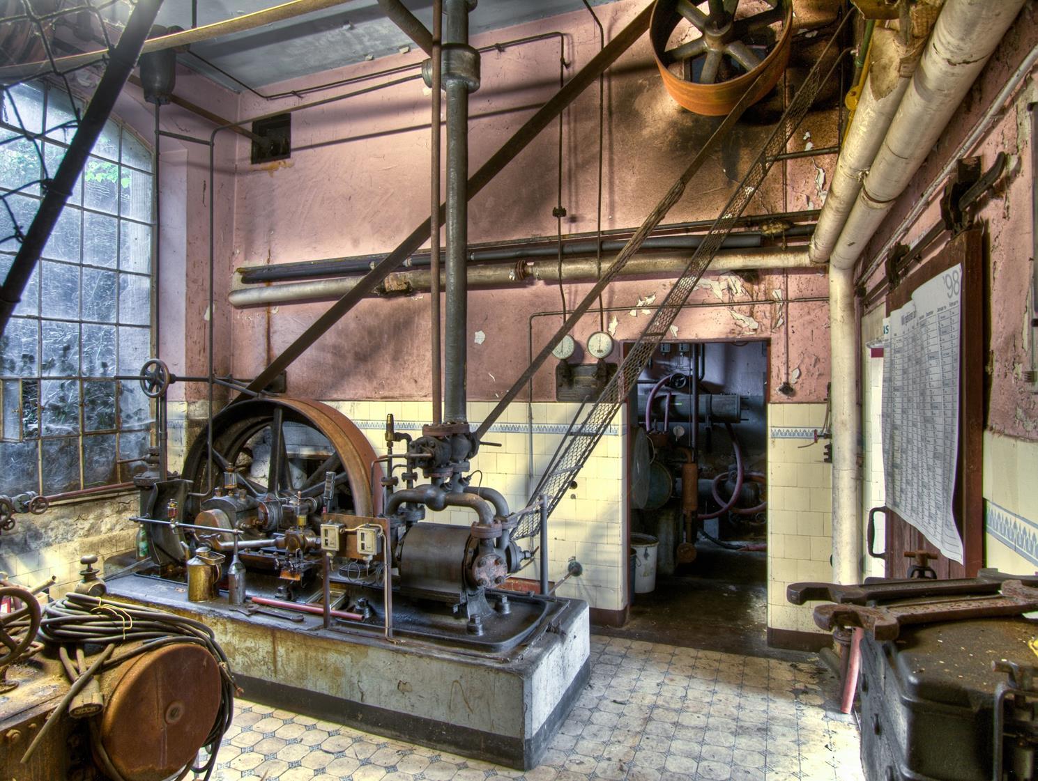 P9130846_3_4_5_tonemappedMaschinenraum-sRGB300dpi (Copy)